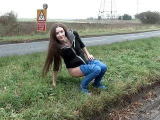 Голая на улице порно видео