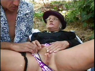 Порно бабушка блондинка