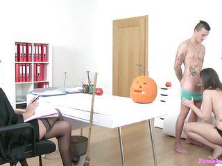 Муж изменяет на глазах жены порно видео