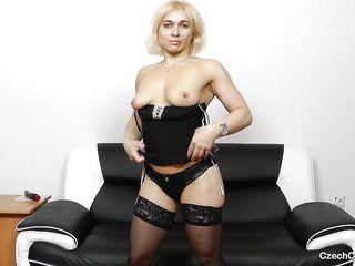 Порно видео зрелых женщин в чулках